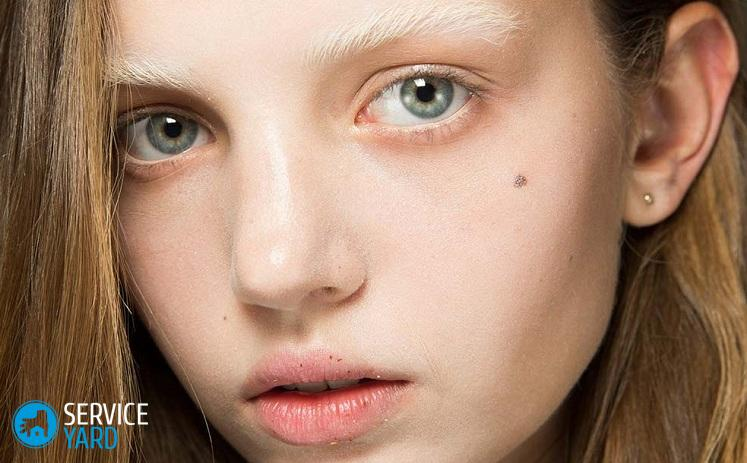 bleached-brows-gucci-spring-2017